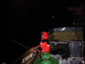 Kai bei Nacht und Regen auf 500 Metern Tiefe